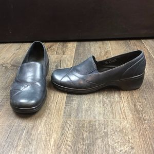 Clarks Navy Blue Loafers Heels | Size 9M